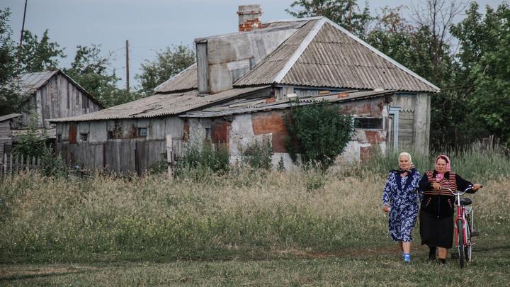 Попробовали бы жить в Спасских Мурзах!: Глава села объяснил, почему мемориал ВОВ обшили сайдингом