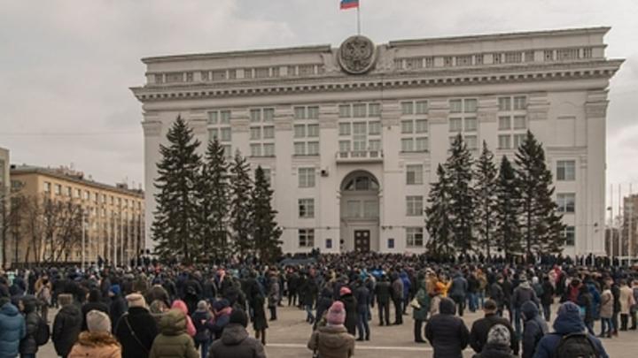 Песков о невыходе Путина к кемеровчанам: Митинговать перед ними после трагедии - кощунство