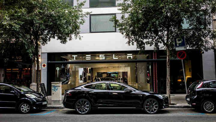 Собянин освободил владельцев электрокаров Tesla от транспортного налога