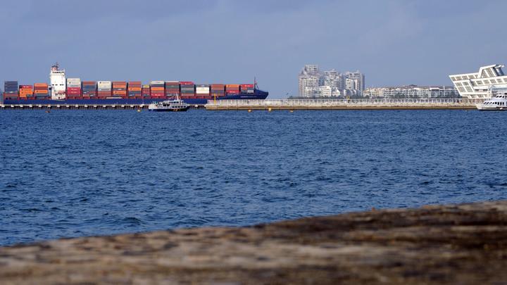 России нужно жёстче защищать своих граждан за рубежом - депутат о задержании судна Севастополь