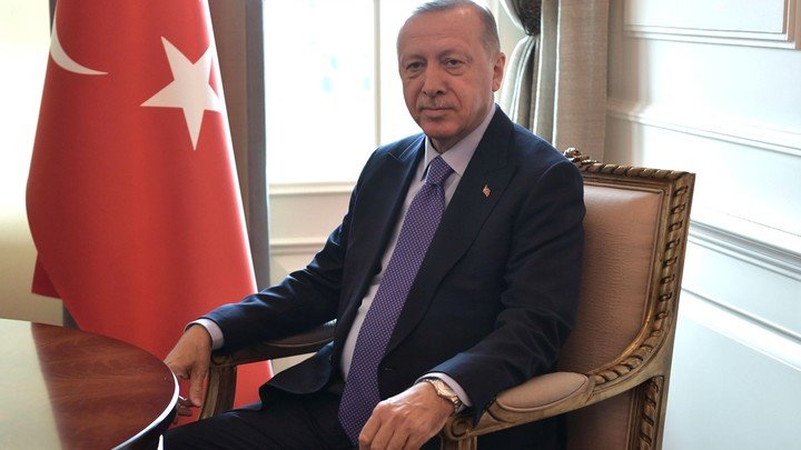 Эрдоган пригрозил ударить по Европе мигрантами в ответ на критику операции в Сирии