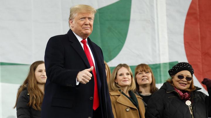 Американцы указали Трампу на сходство логотипов Космических сил США и Стартрека