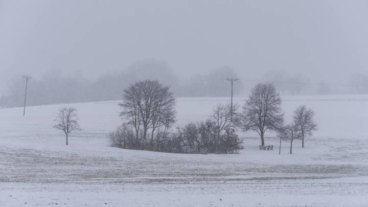Сильный снегопад заставил спасателей Оренбурга всю ночь вытаскивать застрявших водителей