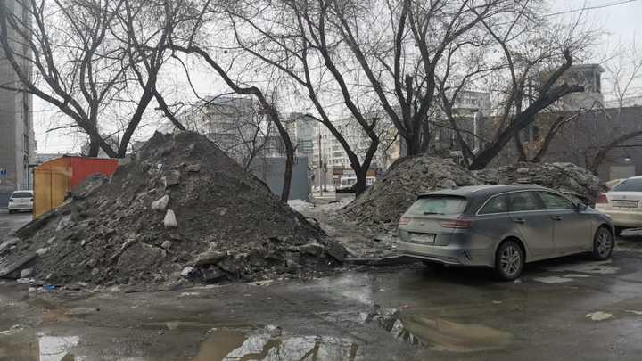 Зеркальный город: Новосибирцы жалуются в соцсетях на огромные лужи