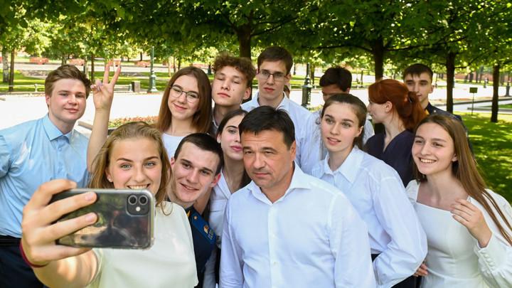 Андрей Воробьёв пообщался с выпускниками Московской области
