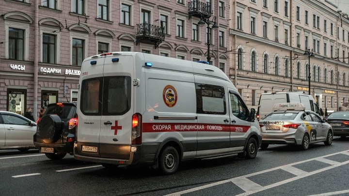 «Беспрецендентная нагрузка на стационары»: Санкт-Петербург побил рекорд по госпитализациям