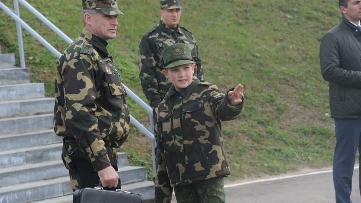 Прям модель: Младший сын Лукашенко перерос отца и покорил соцсети