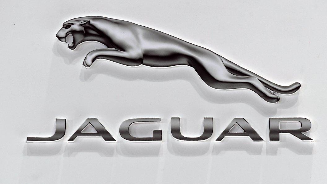 Jaguar презентовал новый седан XE SV Project 8