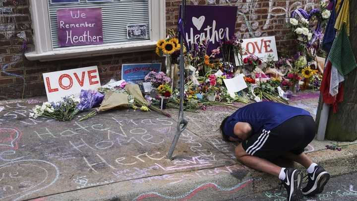 Опять Россия виновата: В США годовщину трагедии в Шарлотсвилле отметили со скандалом