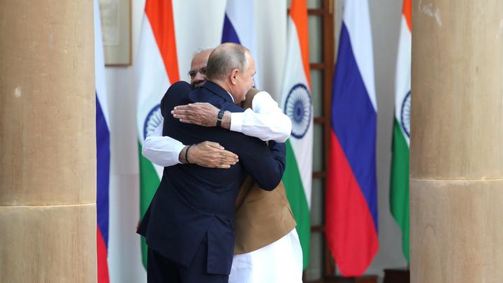 Обнимашки с Путиным: Автор книги Влияние Сороса озабочен дружбой Индии с Россией