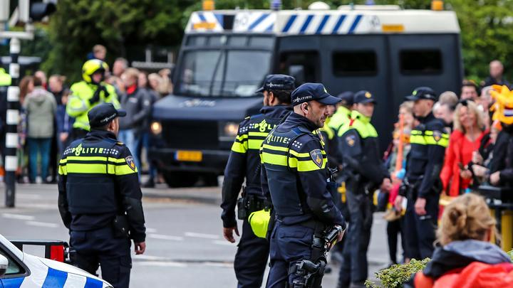 Тьма полиции скорая и вертолет Стрелок устроил пальбу в голландском Дордрехте