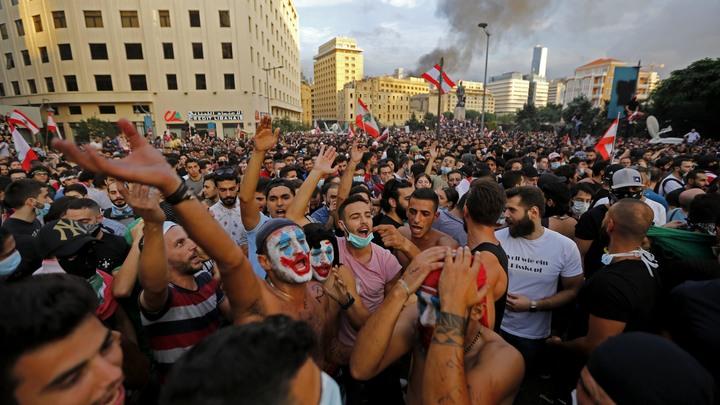 Коктейли Молотова, гранаты, дороги перекрыты: Пока Ливан охватывают протесты, страны-соседи рассылают предупреждения туристам
