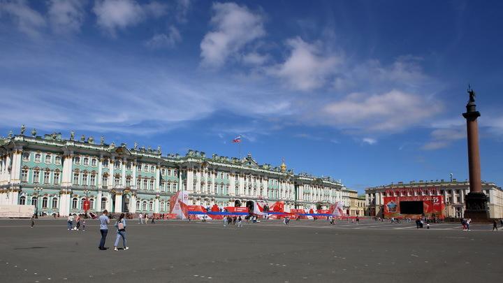 Петербургская старушка: Жители собирают деньги на памятник, автор которого погиб от COVID