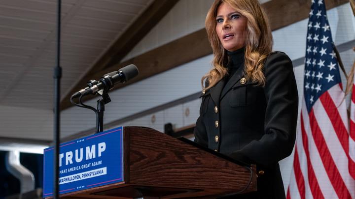 Топ фи от Мелании: Шведы припомнили выходки жены Трампа