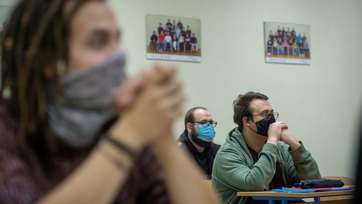 Иностранные студенты взмолились: пустите в Россию, хотим учиться