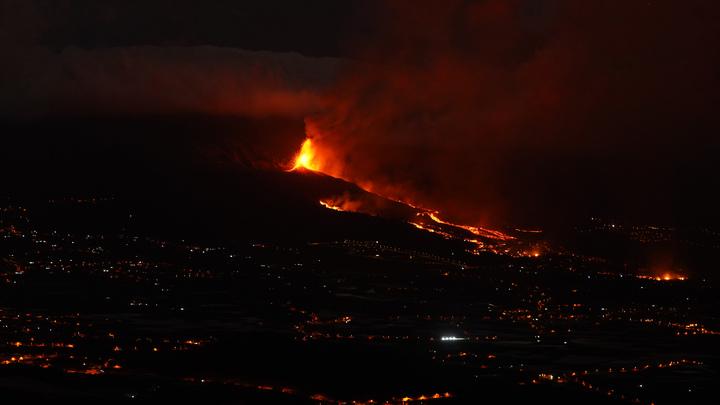 На Пальме из-за извержения вулкана увеличилась взрывная активность