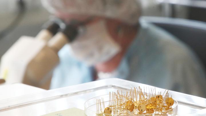 Найдено вещество, способное облегчить течение COVID-19. Оно блокирует размножение коронавируса