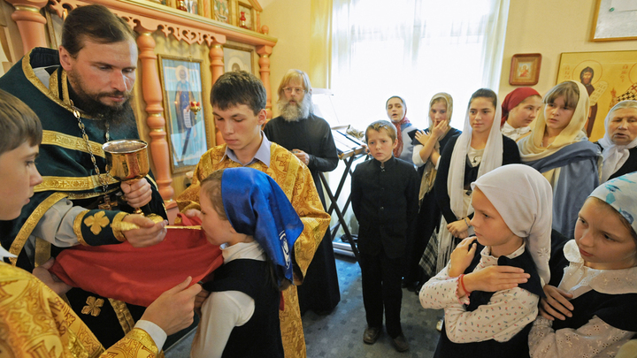 В школах предложили ввести православный контроль нравственности