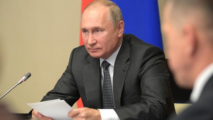 Головы нет - только черепная коробка: Путин раз и навсегда ответил бежавшему из России экс-министру, призывающему давить на Москву