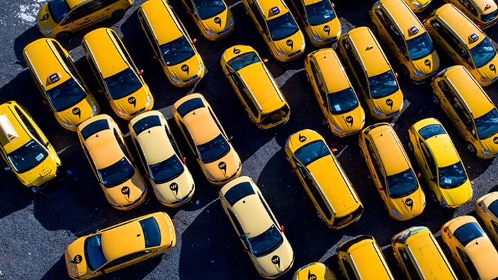 Удавка для такси. Почему поездки станут дороже, а нелегальных водителей – больше