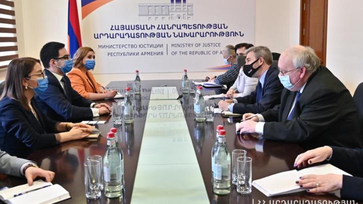Евросоюз настаивает на судебных реформах в Армении
