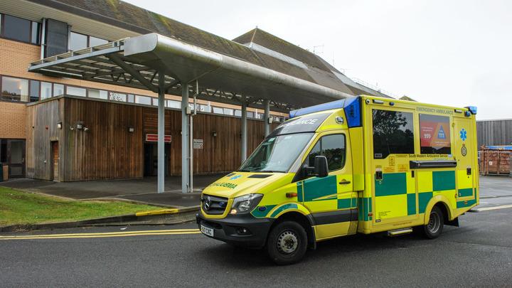 Массовое ДТП в Британии: Лихач спровоцировал аварию с автобусом и 25 машинами