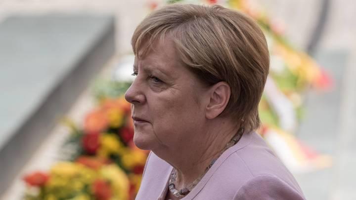 Где Меркель? После юбилея и ухода в отпуск СМИ потеряли дрожащего канцлера