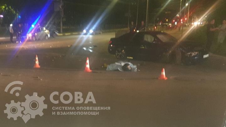 Байкер с девушкой разбились в ДТП с BMW на Автозаводе