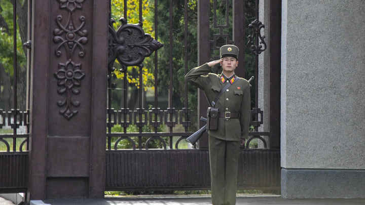 Оружие - сдать, встречающих - минимум: Помпео оказали холодный прием в КНДР