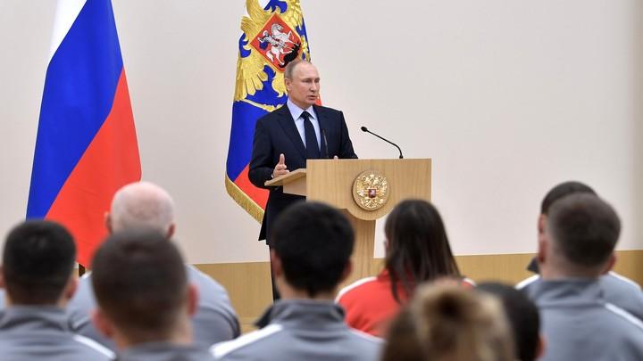 Владимиру Путину вручили удостоверение кандидата в президенты России
