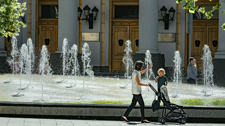 Врач предупредил об опасности купания в фонтанах
