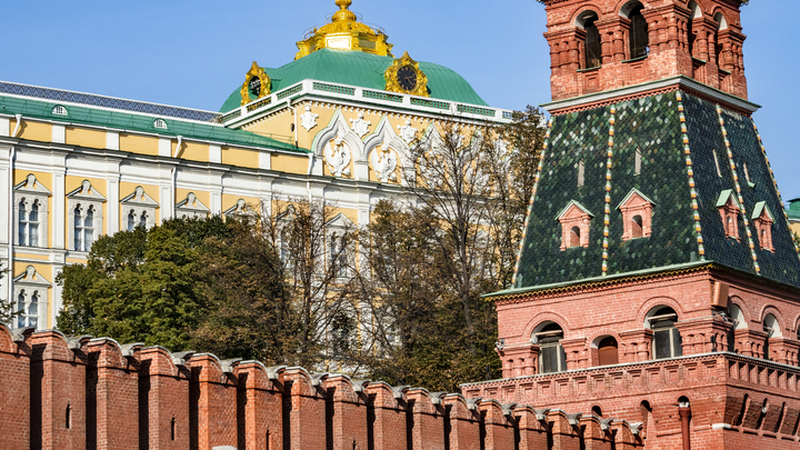 В нашем подходе ничего не меняется: Кремль не согласен с телеканалом Чечни, оправдавшим террориста