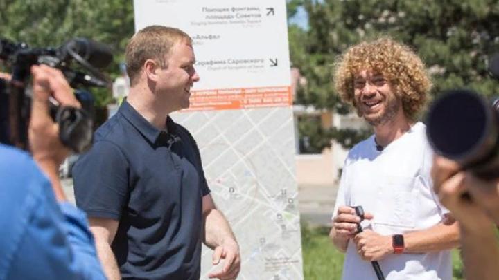 Урбанист Илья Варламов прогулялся по городу с мэром Анапы