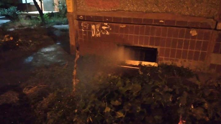 После подачи отопления в Челябинске в подвалах лопаются трубы