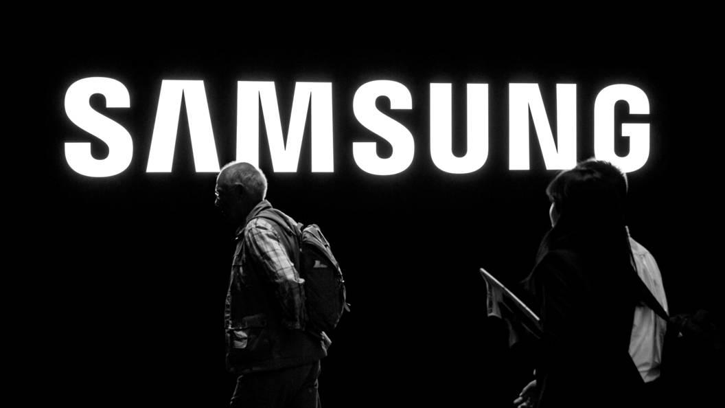 В РФ упали вцене мобильные телефоны iPhone и Самсунг