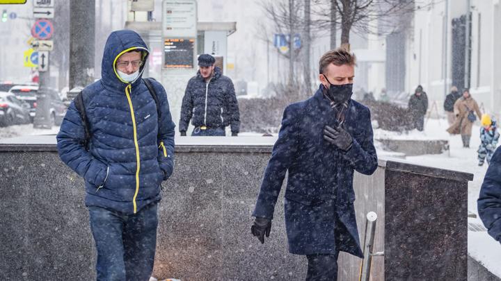 Напрасно перестали носить маски на улице: Вирусолог предупредил об особом буйстве COVID в мороз