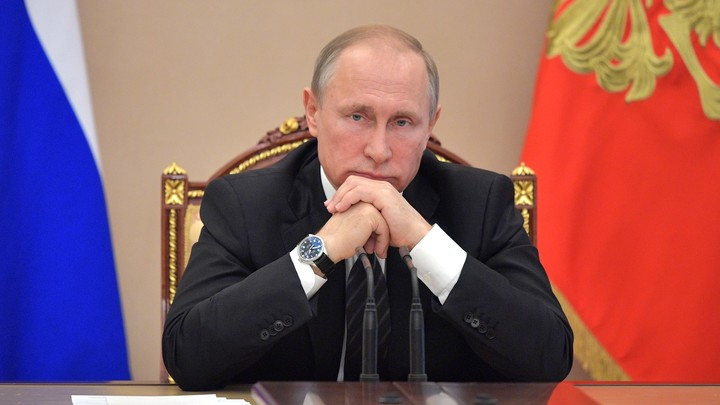 Высокоинтеллектуальный робот пожал руку Путину