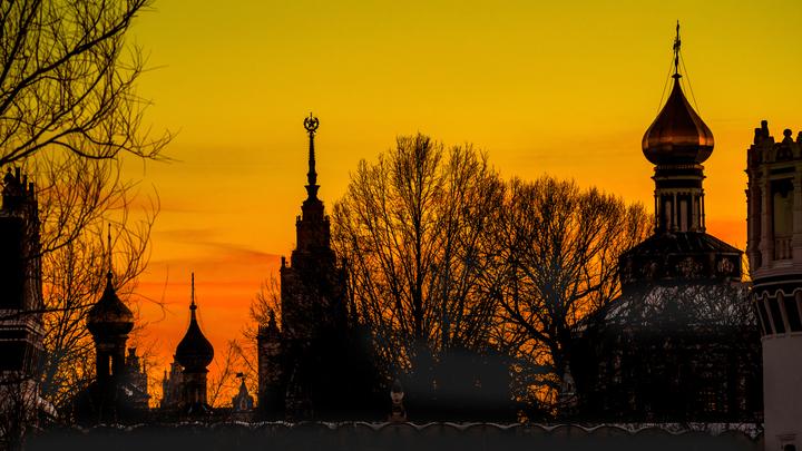 Память вперемешку с мусором: Москвичи жалуются на горе-реставраторов в Новодевичьем монастыре