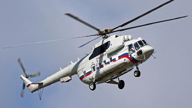 В МЧС проверят правдивость сообщений о жесткой посадке вертолета на дорогу в ХМАО