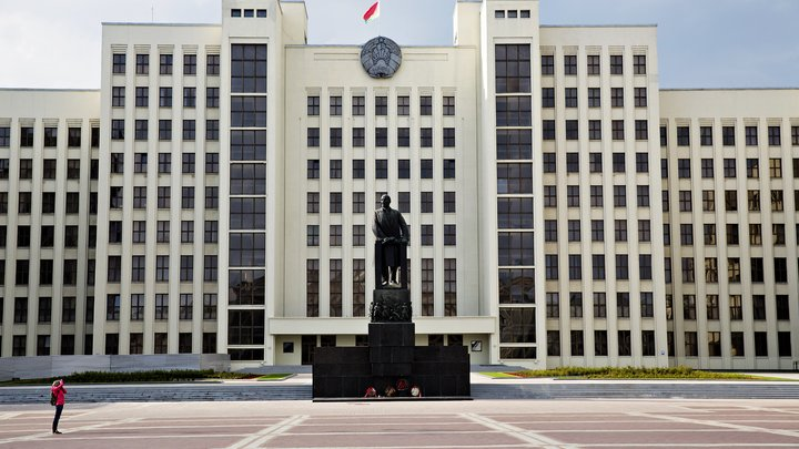 Лукашенко показал, кому доверяет: Белоруссия закрыла границу для всех, кроме России