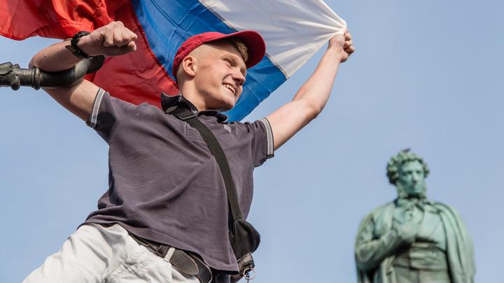 В России началась короткая рабочая неделя перед пятью месяцами без праздников