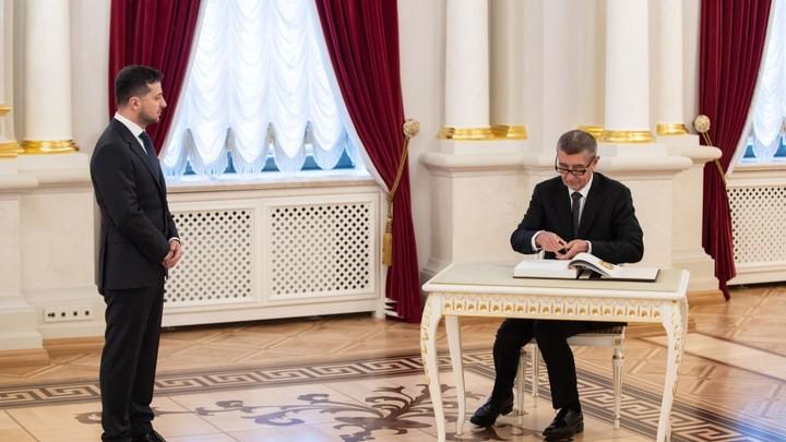 Правильная, демократическая и европейская позиция: Премьер Чехии заслужил похвалы от Зеленского   за слова о Крыме и Донбассе