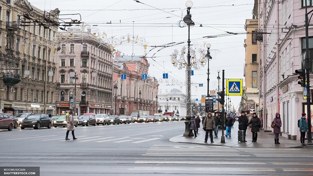 В Петербурге появилась новая достопримечательность - бомж-экскурсовод