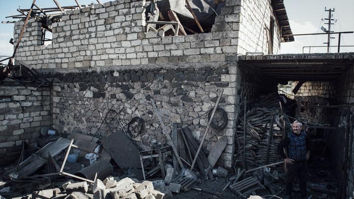 Карабах пылает: Жители в отчаянии сжигают дома и заправки