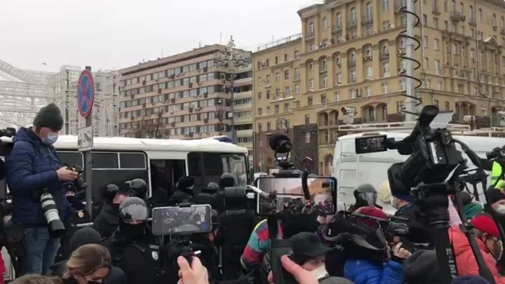 Париж очаровали успешные манифестации в России