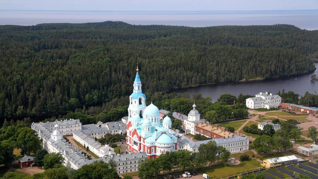 Владимир Путин посетил Рождество-Богородичный монастырь наЛадожском озере