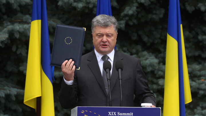 Политолог Корнилов: Порошенко в западных странах уже ищет, где соломку подстелить