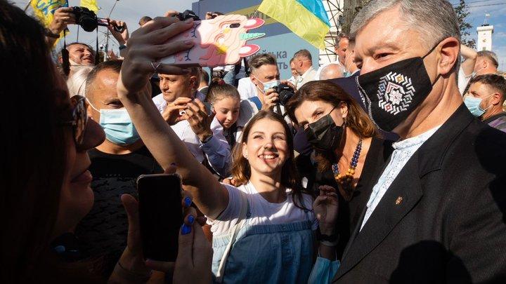 Всегда занимался рэкетирством: Азаров раскрыл детали прихода Порошенко к власти