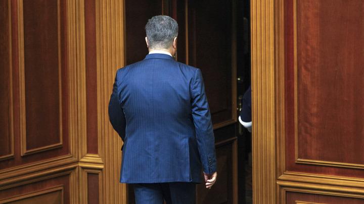 Вырвал и смял фотографию: Губернатор Закарпатья спас Порошенко от неудобных вопросов про Шария - видео