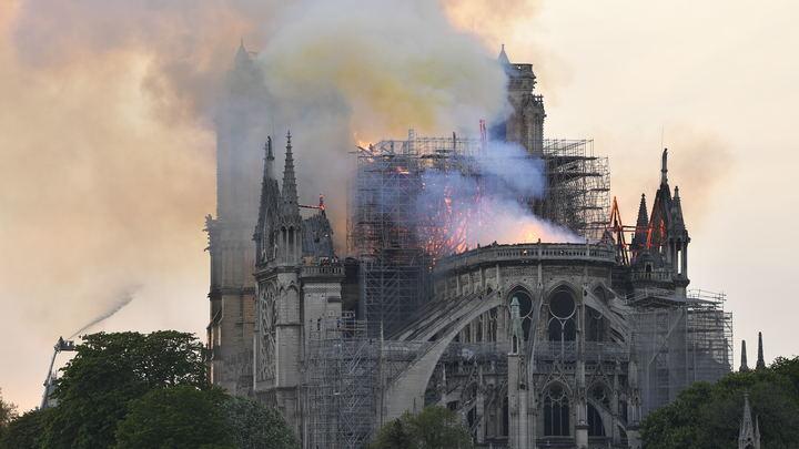 Мошенники воспользовались пожаром в Нотр-Даме, чтобы нажиться на горе парижан – СМИ